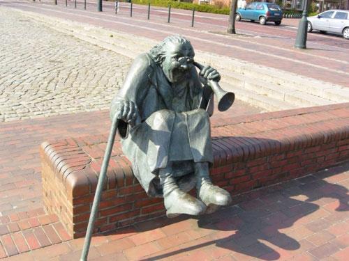 statue23