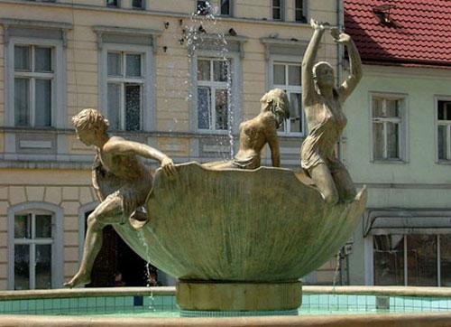 statue25