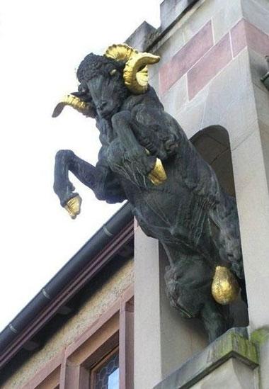 statue37