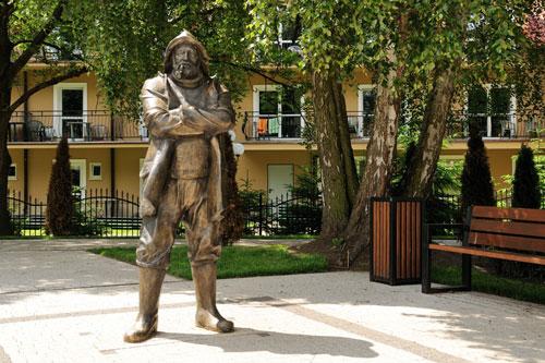 statue44