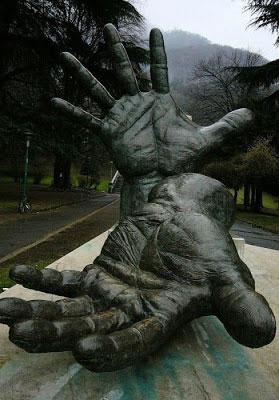 statue77