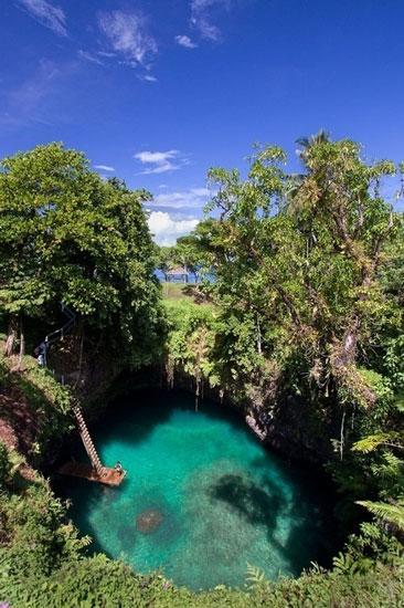 The-Sua-Trench-in-Samoa.
