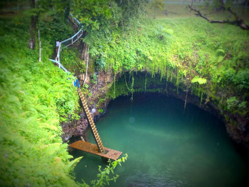 The-Sua-Trench-in-Samoa.3