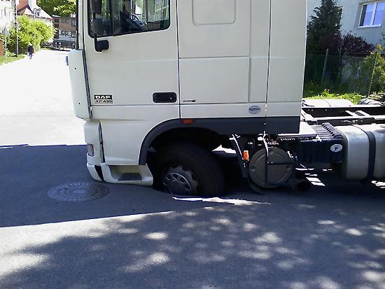 pothole23