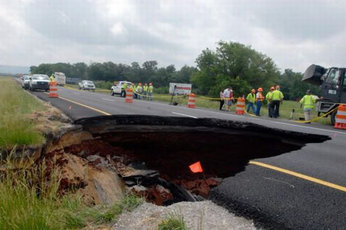 pothole24