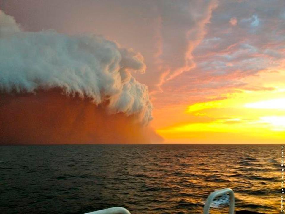duststorm_overSea