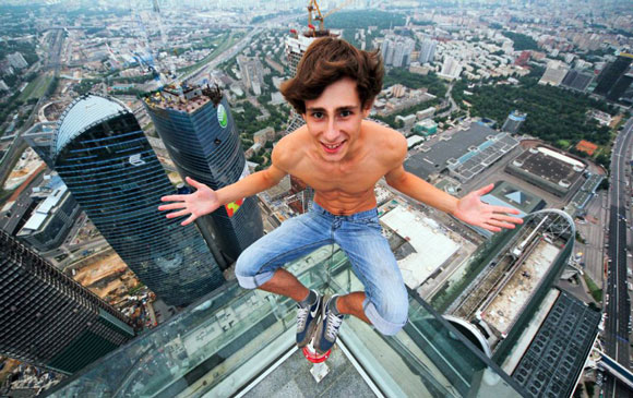 russians-climb-buildings-in-Moscow-without-safety-gear